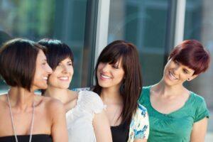 vier freundinnen unterwegs